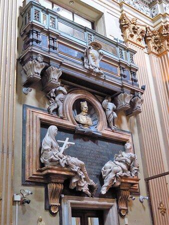 Il monumento funebre del cardinale Girolamo Gastaldi (parete sx del presbiterio)