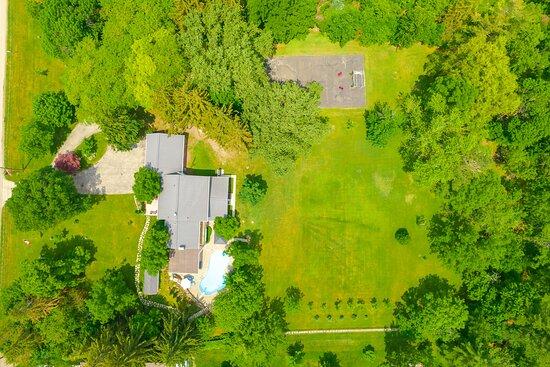 Aerial view of Centennial House B&B property