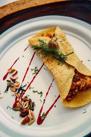 Primavera Omelette with seasonal vegetables (also available as Vegan option)/Omelet Primavera con vegetales de la temporada (disponible versión Vegana)