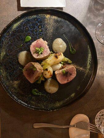 Location suggestiva, Servizio impeccabile e piatti eccellenti ,curati nel minimo dettaglio . Super consigliato.
