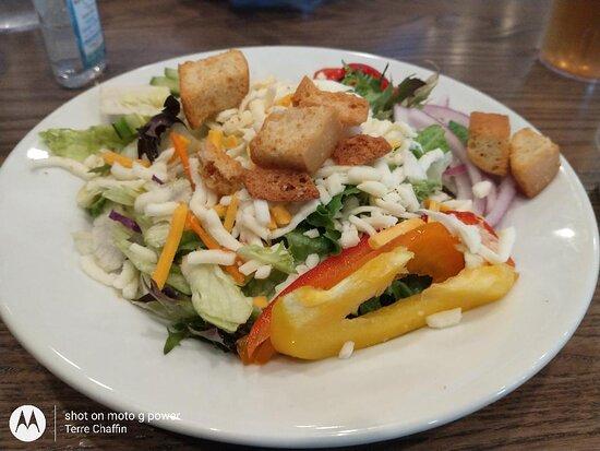 Mint Hill, Kuzey Carolina: Salad from Empire Pizza