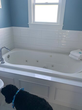 Absolutely beautiful fresh clean newly renovated room! Beautifully done and  Extremely comfortable!!