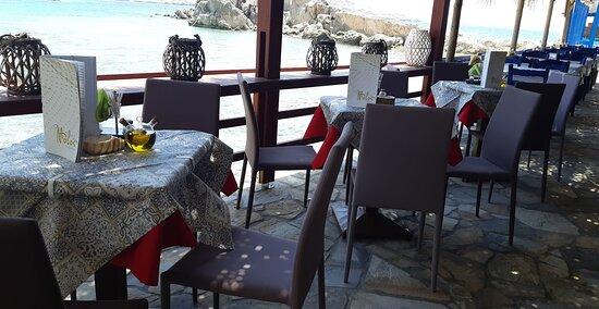 Molos café - snack bar in Lefkos Karpathos (85700)
