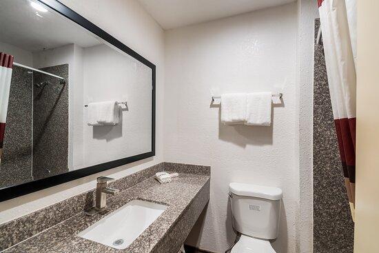 Deluxe 2 Queen Bathroom