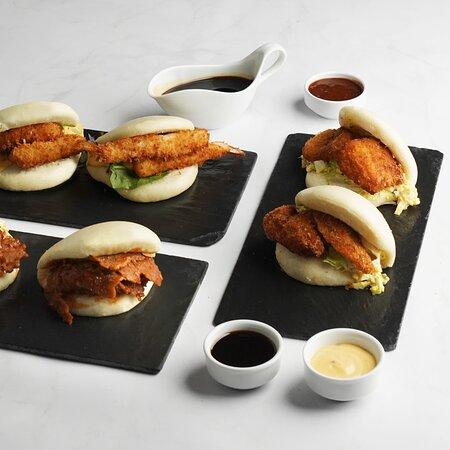 Chicken in crispy crust / Mayo with Curry and Apple / Iceberg  Tempura shrimp / Coleslaw / sweet chili Mayo