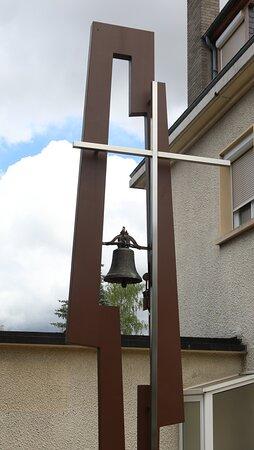 cloche montée sur une structure - réalisation Prêtre et Fils