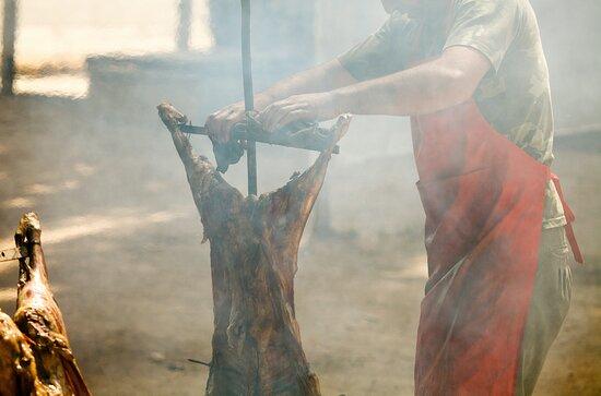 Asado a la Cruz. La máxima experiencia del asador argentino en La Finca a la Brasa. Restaurante Asador en Layos.