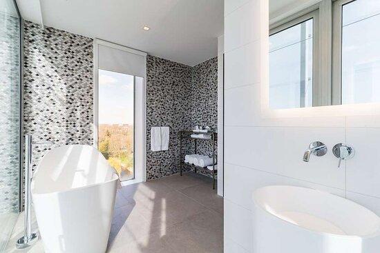 Bathroom, 2 bedroom suite