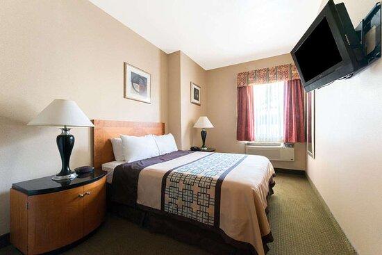 1 Queen Bed ADA Suite
