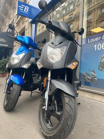 Παρίσι, Γαλλία: Terminez la semaine en louant un Kymco Agility chez Bikeloc. Choisissez le contrat que vous souhaitez ( courte, moyenne ou longue durée). Venez les mains dan les poches, les accessoires sont inclus à la location.