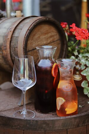 Sangria of white / red wine (served with ice)