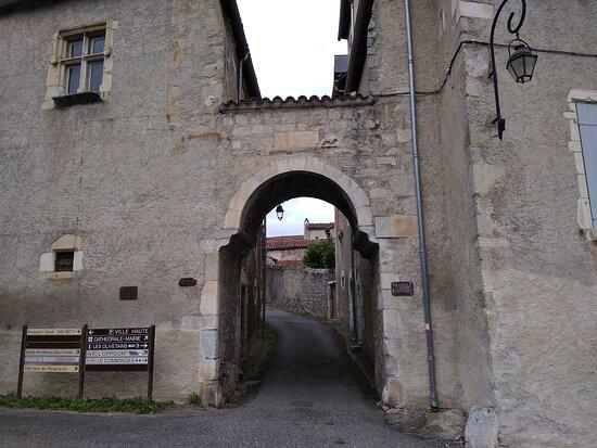 Enceinte de la ville haute de Saint-Bertrand-de-Comminges