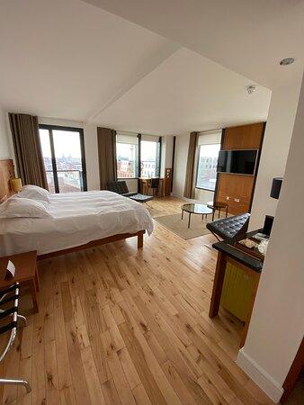 Corner Suite, Hope Street Hotel