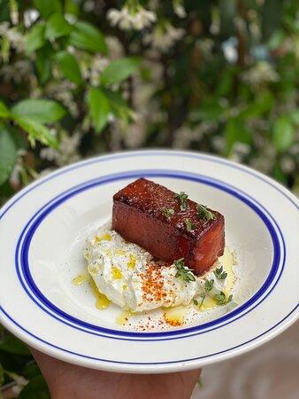 Pastèque rôtie à l'huile d'olive -féta onctueuse -thym frais et piment d'espelette.