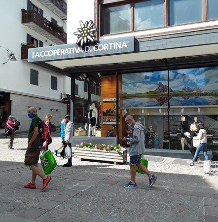 Corso Italia, zona pedonale di Cortina d'Ampezzo.
