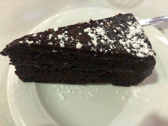 Tarta de chocolate del menú.