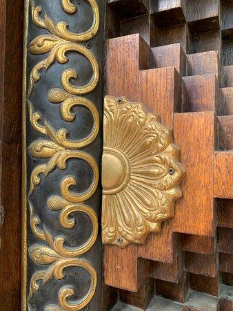 """Внутреннее убранство буддийского храма """"Дацан Гунзэчойнэй"""""""