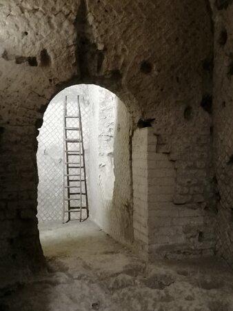 "Visita all'interno di ""Napoli sotterranea"". - Gambar Underground Naples - Tripadvisor"
