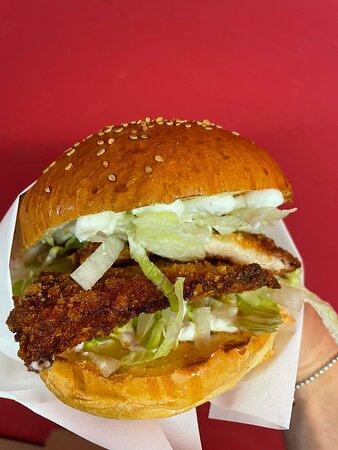 Buono burger consegna in tutta Bologna centro! Scarica ora l'app ufficiale Buono Burger disponibile su AppStore e GooglePlay e ottieni subito il 20% di sconto sul primo ordine e ogni settimana promo e sconti dedicati!