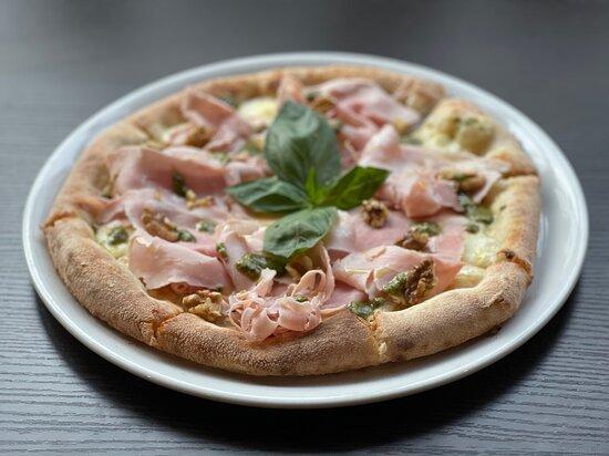 Pizza  cotto e pistacchio