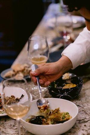 Brindando por más momentos #entreamigos! Y por #experiencias deliciosos e inolvidables.. 🍇Usando uva de #viñedos de la mejor calidad y premiados con reconocimientos internacionales como: Oro, Doble Oro y plata en China Wine & Spirits Award, entre otros @viresa.mx llega a Broka.🍴Tendremos un menú muy especial a cargo de @MarcoMargain, así que, ven y disfruta de la pasión por el campo, la uva y el vino. ➡️6 de Julio 8 pm Reserva vía WA +52 55 8425 6533