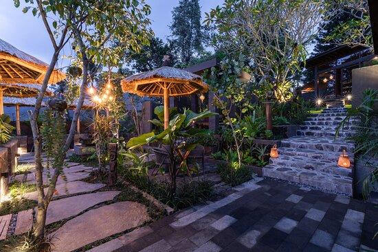 Asri Dining Garden Bar