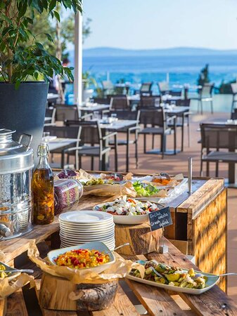 The Caper Grill Food Buffet