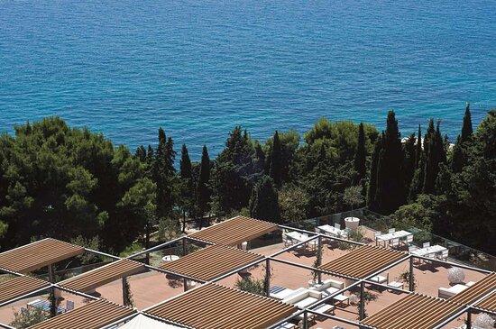 Restaurant Terrace Overview