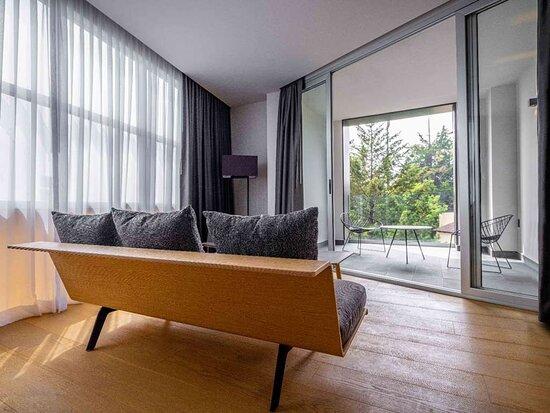 Galeria Plaza San Jeronimo Junior Suite Living