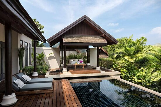 Pool Villa terrace with garden view