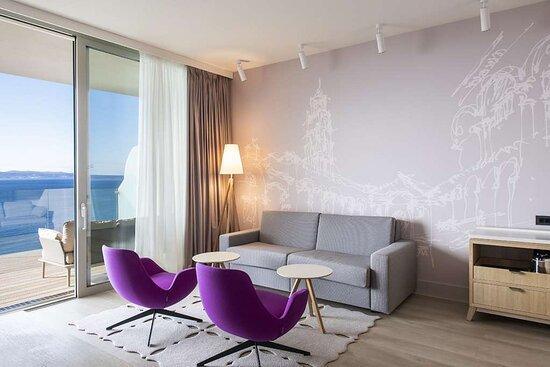 Premium Suite - Living Room