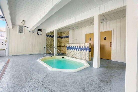 Motel Fort Bragg hot tub