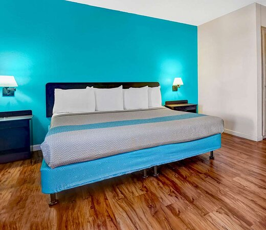 Motel Fort Bragg bedroom suite ada