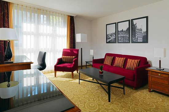 Executive Studio Guest Room - Living Area