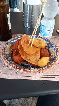 Mix di fritti (panelle, arancinelle, croché)