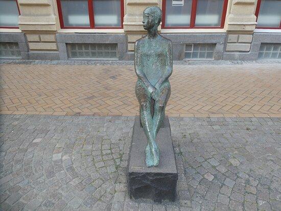 Statyn ''Lena''