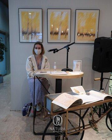 """Raquel presenta su libro """"Serendipia"""" en Natura Restaurante Bistró."""