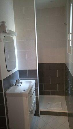 Notre hôtel, toutes nos chambres et salles de bains ont été entièrement rénovés en 2021
