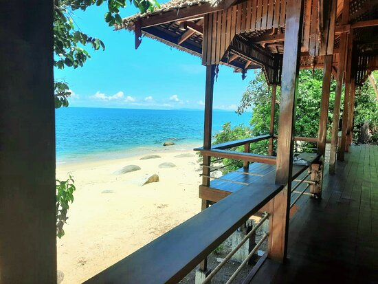 A la Carte restaurant and cocktail bar! Enjoy the freshest Seafood with a VIP view over the blue Andaman sea....