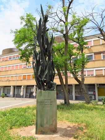 Il monumento visto dal lato nord-orientale