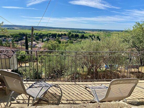 Transats mis à votre disposition sur le balcon du bas pour vous relaxer et profiter de la vue.
