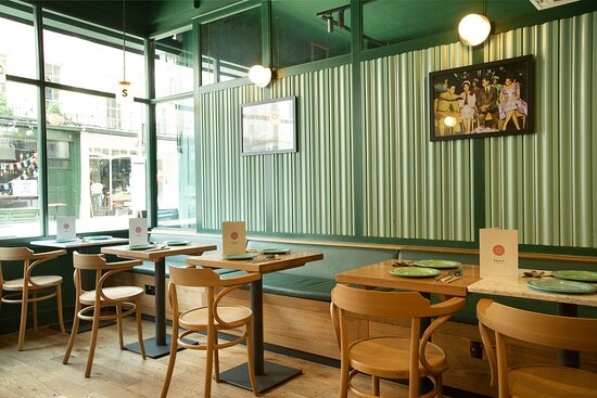 Rosa's Thai Greenwich front room