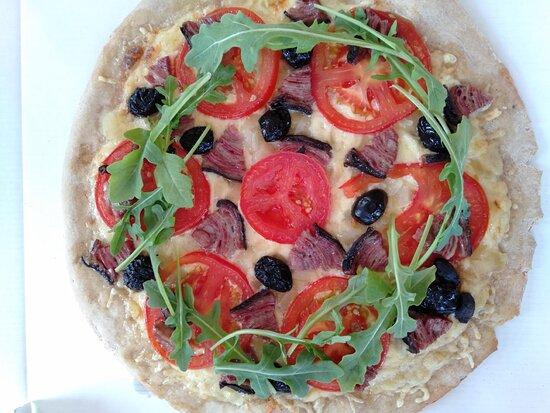 Pizza Bretagne, choix de la pâte faite par le client, à base d'andouille bretonne