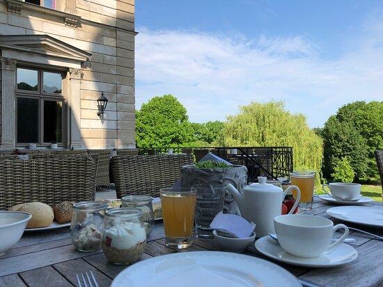 Frühstück mit Blick auf den wunderschönen Park...
