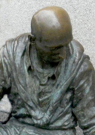 Estatua Hombre Sentado