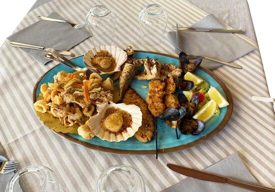 La nostra grigliata mista con il pescato del giorno