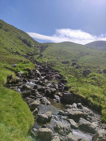 the route back down via Swirral Edge was much easier, on a nice path, following a pretty stream