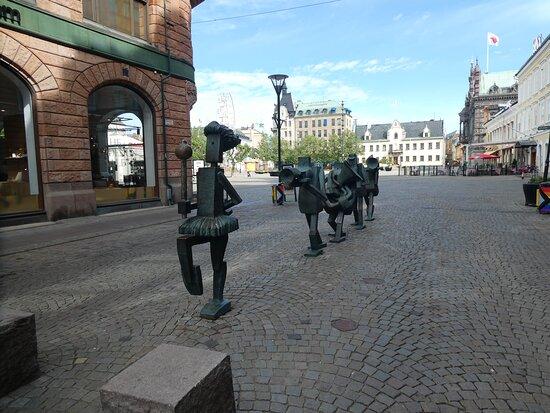 Statyn ''Optimistorkestern''