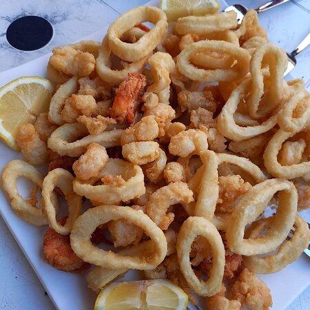 Frittura mista di pesce: da stuzzicare con l'happy hour o come uno sfizioso secondo piatto!