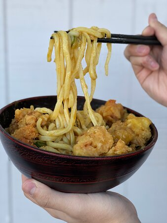 Noodle lift for Curry udon with chicken tempura